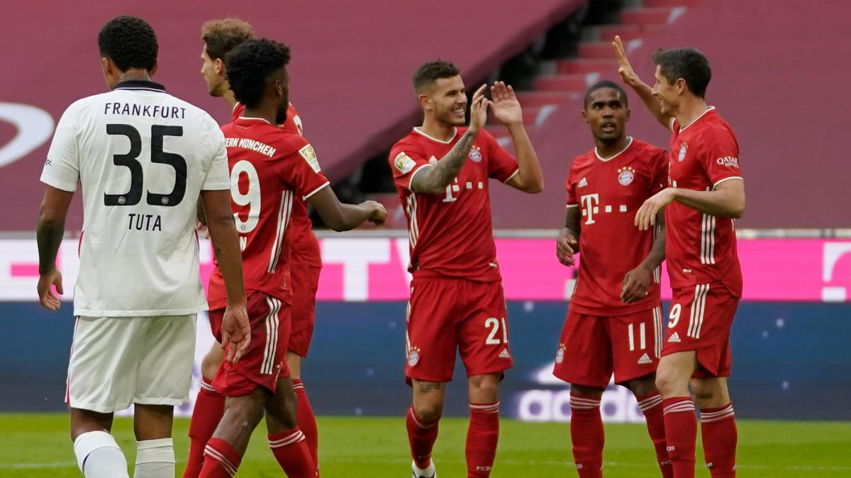 Bayern, Frankfurt'u 5 golle geçti