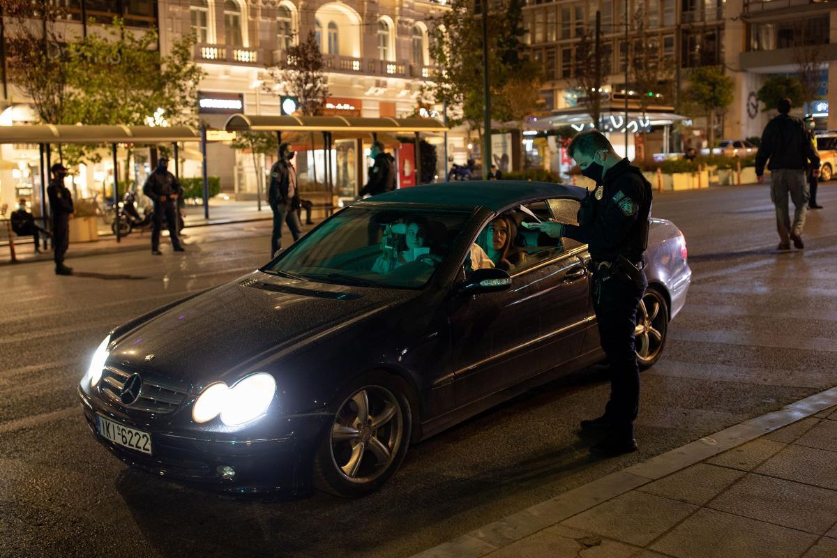 Yunanistan'da sokağa çıkma yasağı başladı!