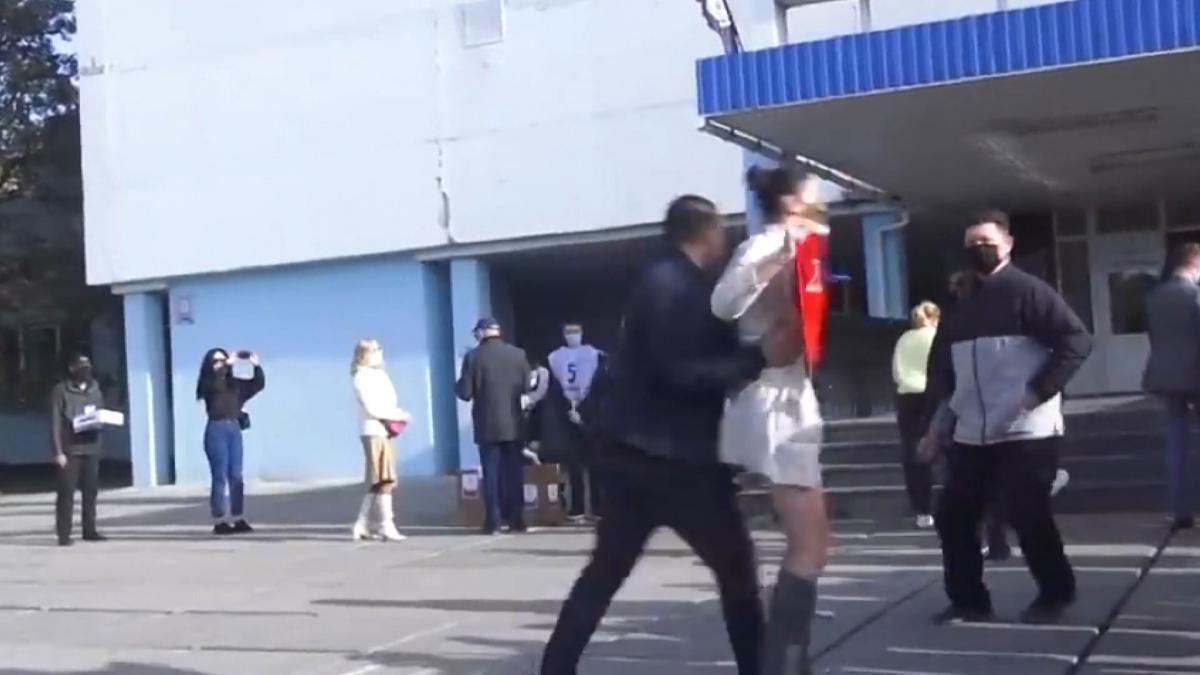 FEMEN üyesi kadından Zelenskiy'e çıplak eylem