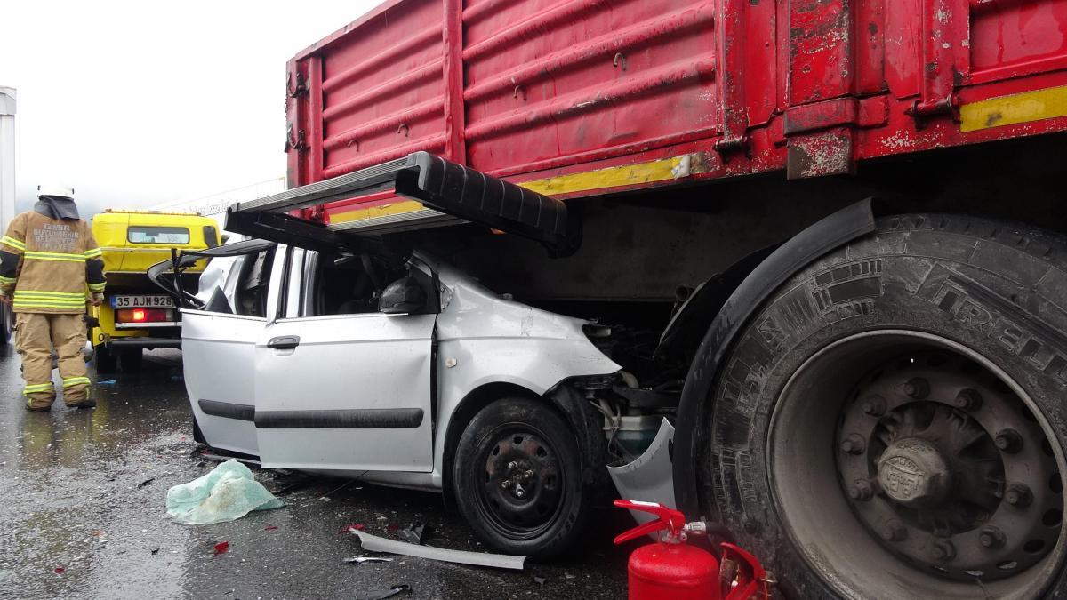 9 aracın karıştığı zincirleme kazada 10 kişi yaralandı