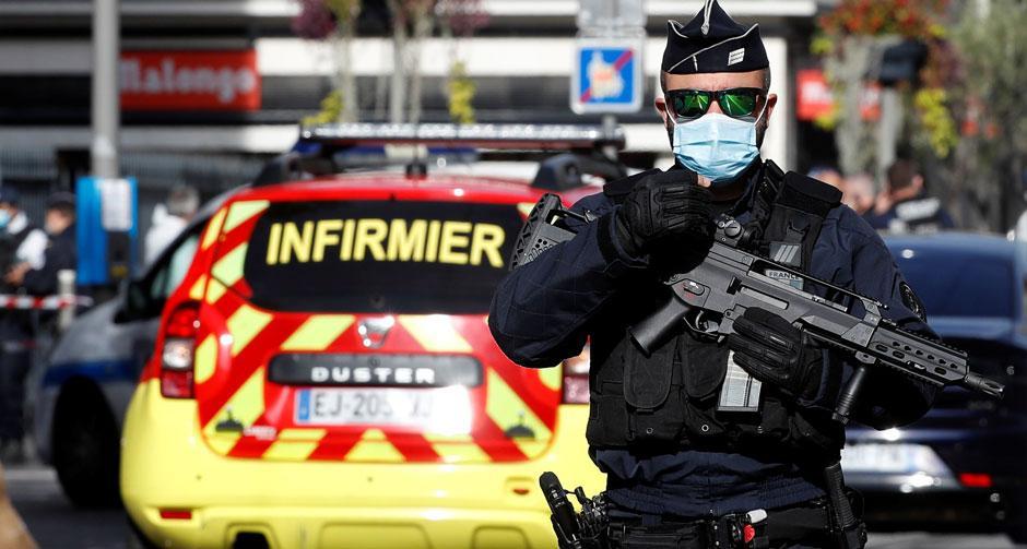 Fransız konsolosluğunda bir koruma bıçaklandı
