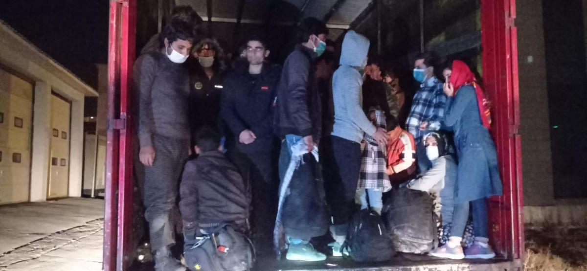 TIR'da 210 göçmen böyle yakalandı