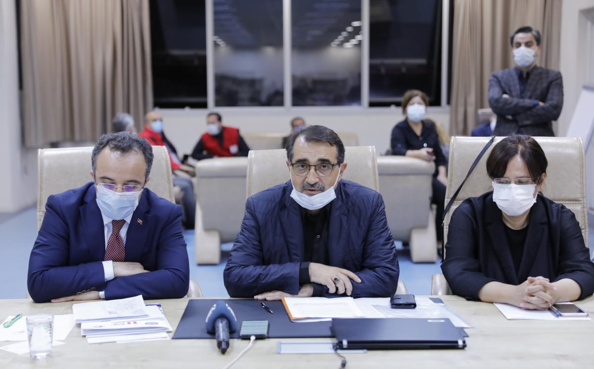 Bakan Dönmez'den İzmir'deki elektrik ve doğal gaz kesintisine ilişkin açıklama