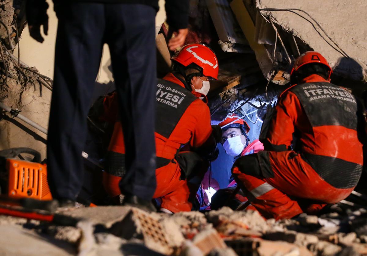 İzmir'de can kaybı 24'e yükseldi, yaralı sayısı 804