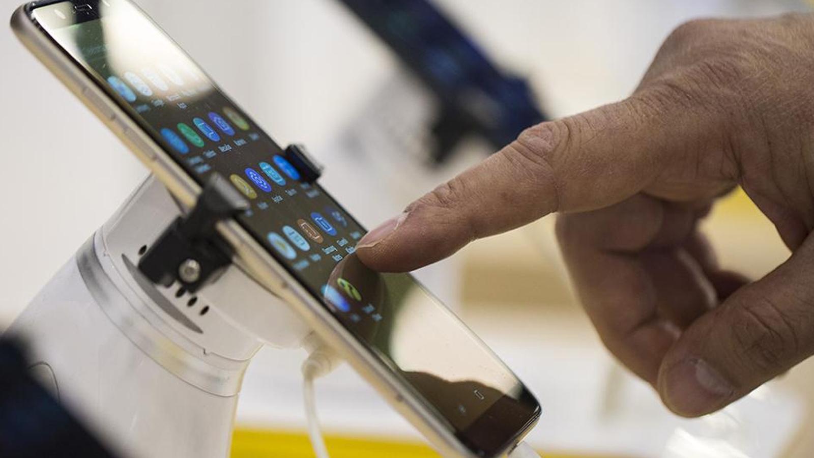 """Çin menşeli akıllı telefonlara karşı """"casusluk"""" uyarısı"""