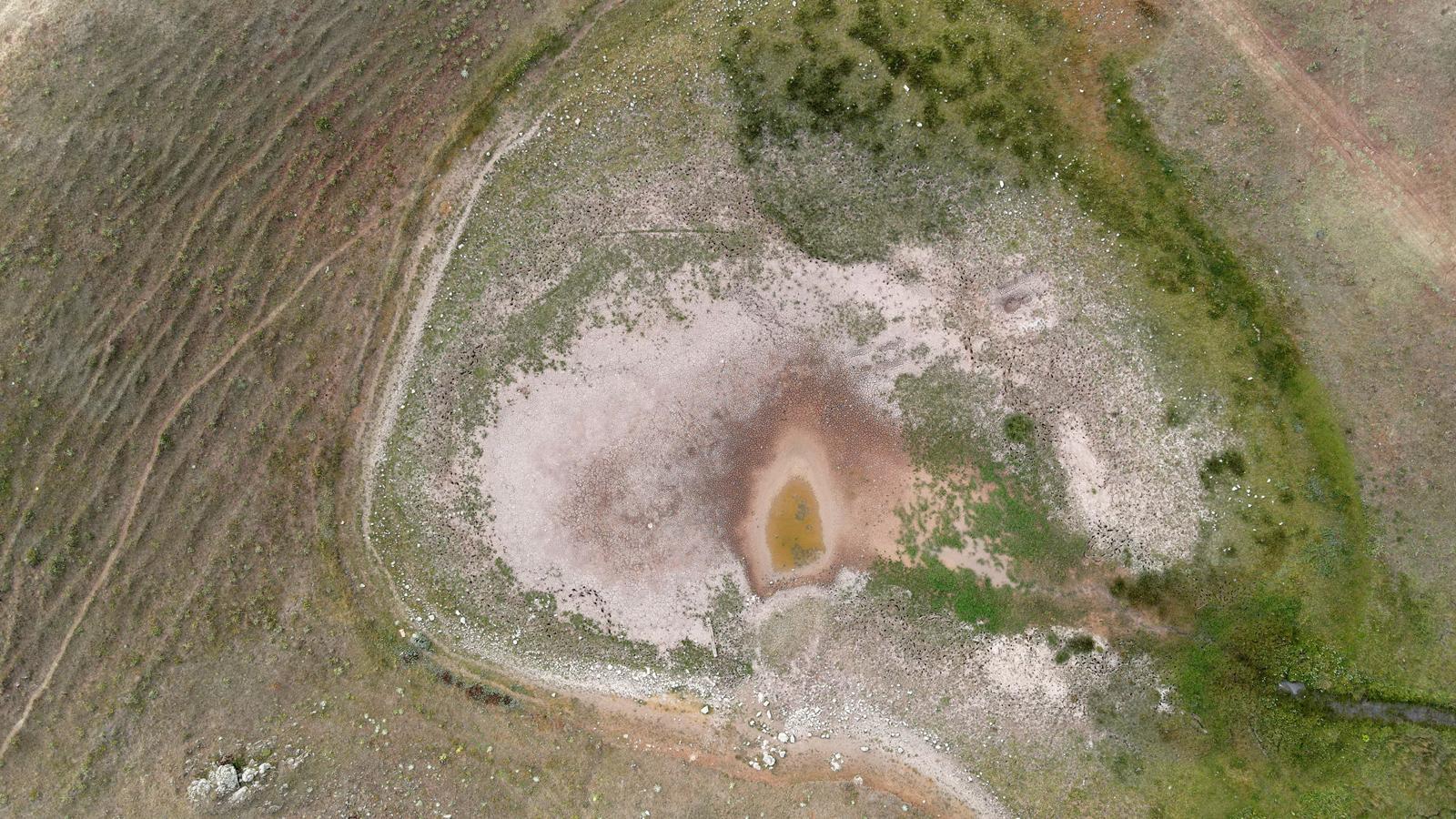 İlk kez tamamen kurudu... Dipsiz Göl 'Dipsiz Çöl' oldu!