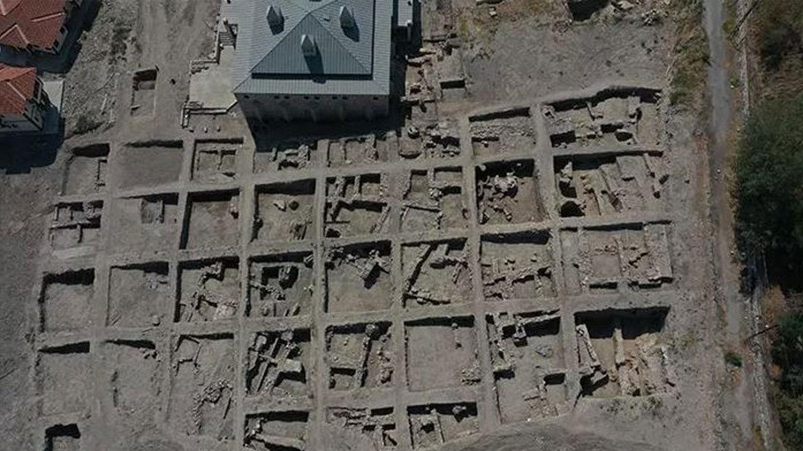 Kale Projesi kazılarında Selçuklu sarayı izlerine rastlandı