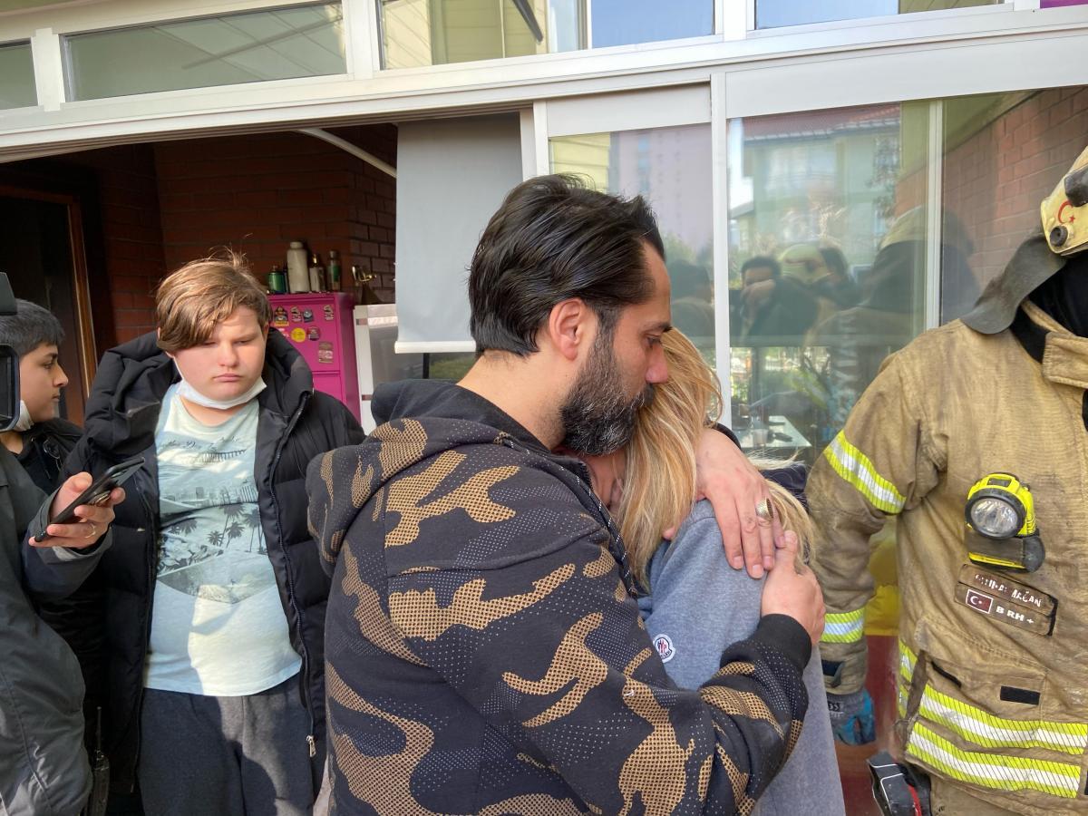 Çılgın Sedat'ın Beylükdüzü'ndeki evinde yangın çıktı! Engelli oğluna sarılıp sinir krizi geçirdi